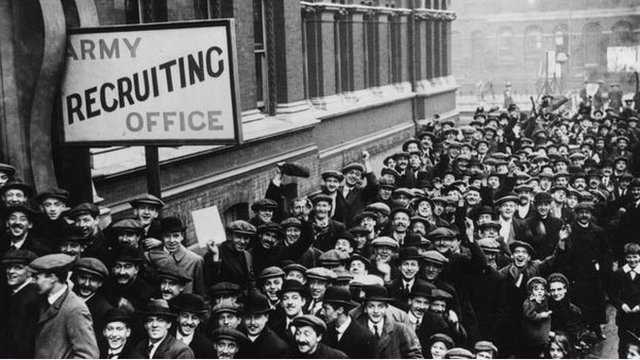 Men queuing to enlist in 1914.